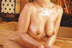 隣の奥さんは巨乳で巨尻で床上手 伊織涼子 激しくマット編